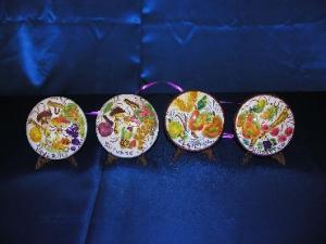 Stagioni su piatti a forma di cupola da appendere